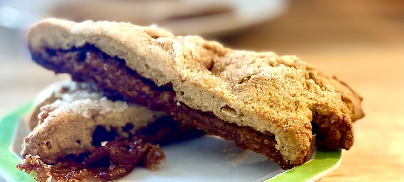 Gluten-free scones with cinnamon and brown sugarfilling